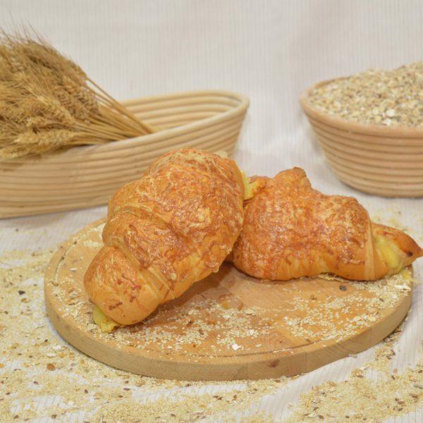 sajtos rongyos kifli, papp pékség, pékáru, mezőkövesd